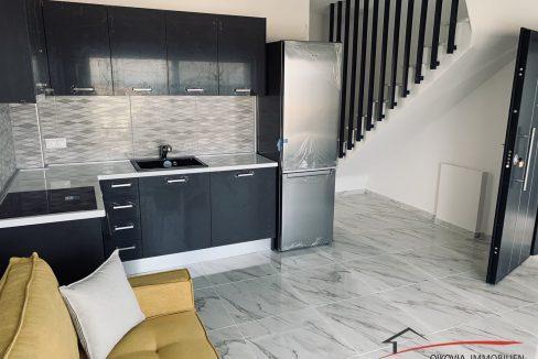 κουζίνα με σκάλα προς τα πάνω