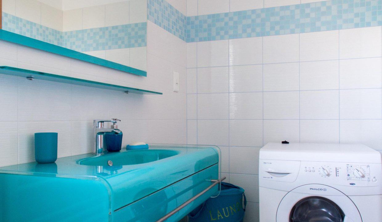 88 Bathroom at 1st floor