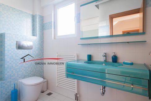 89 Bathroom at 1st floor